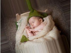 Мама спит у ребенка в кроватке картинки