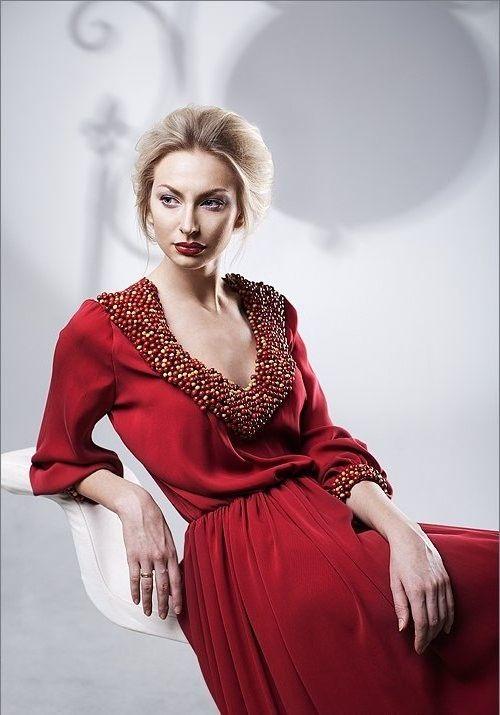 Как украсить красное платье своими руками
