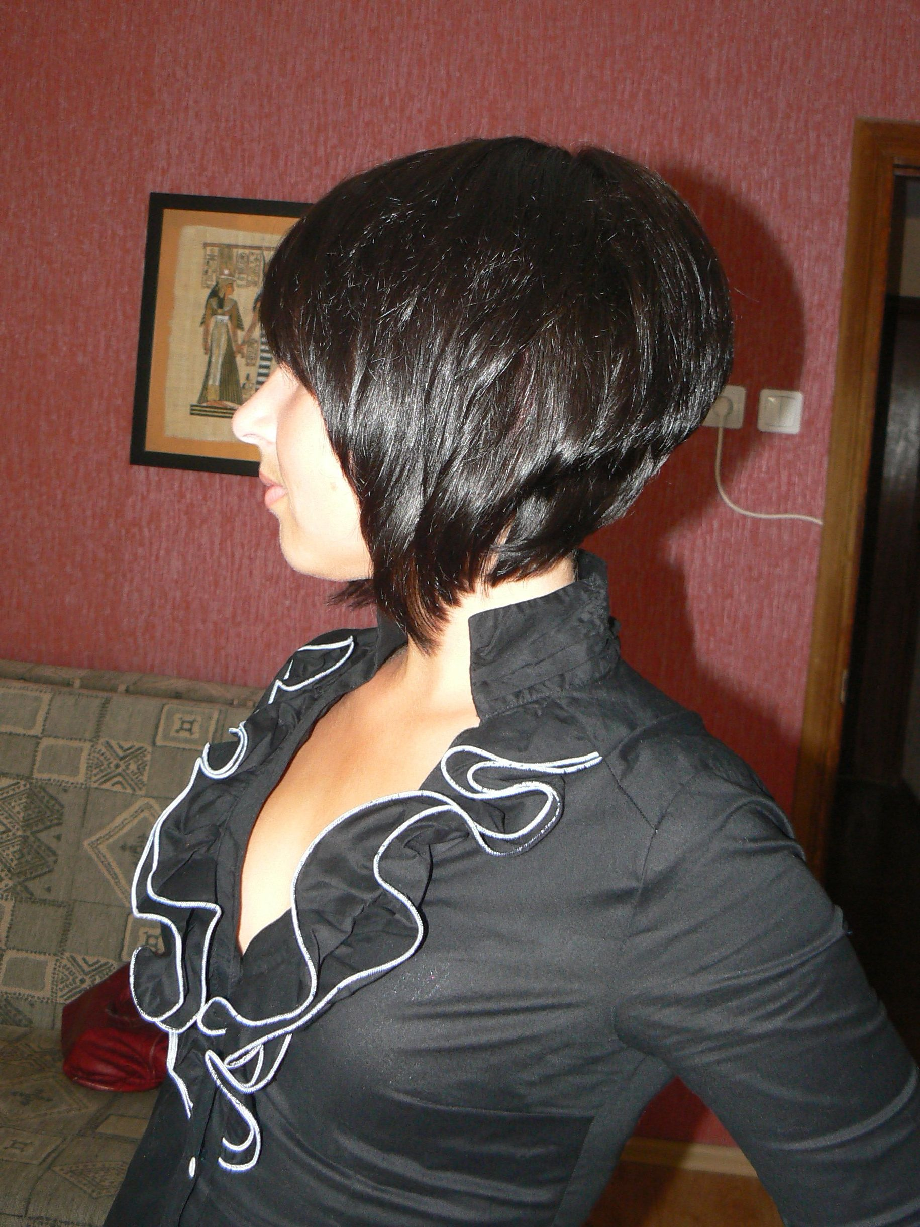 Девушка с короткой стрижкой сзади на аву