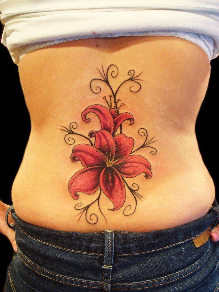 Татуировки цветы на пояснице