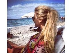 фото красивых девушек в очках на море