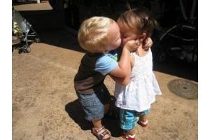 Целуются дети 4
