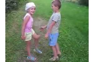 Целуются дети 6
