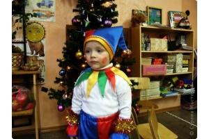 Новогодний костюм петрушки фото