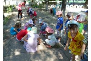 Картинки дети на прогулке в детском саду