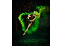 Креативные фото девушка в прыжке
