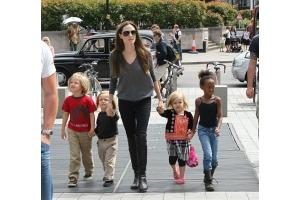 Джоли и питта дети фото