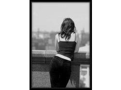 Красивые картинки девушки брюнетки со спины на аву на закате