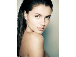 Картинки красивых девушек брюнеток со спины на аву 5