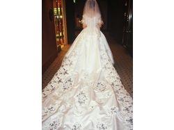 Девушки в свадебном платье со спины