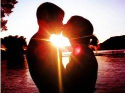 Картинки парень и девушка целуются
