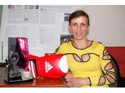 Картинки девушки боксеры