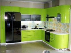 Черный холодильник в интерьере кухни фото