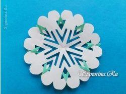 Снежинки на белом фоне