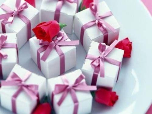 Подаркиру  300 000 идей подарков на все случаи жизни