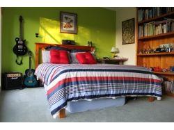 Спальня потолок с наклоном интерьер фото