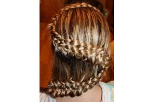 Плетение волос на бок фото