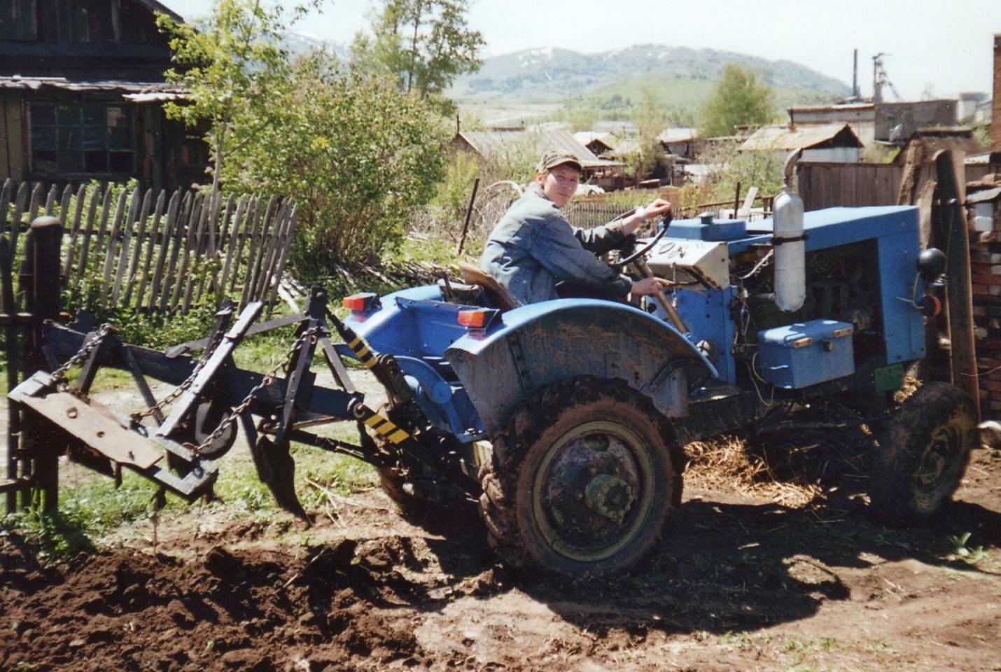 близким картинки тракторов самоделок кнут обладает