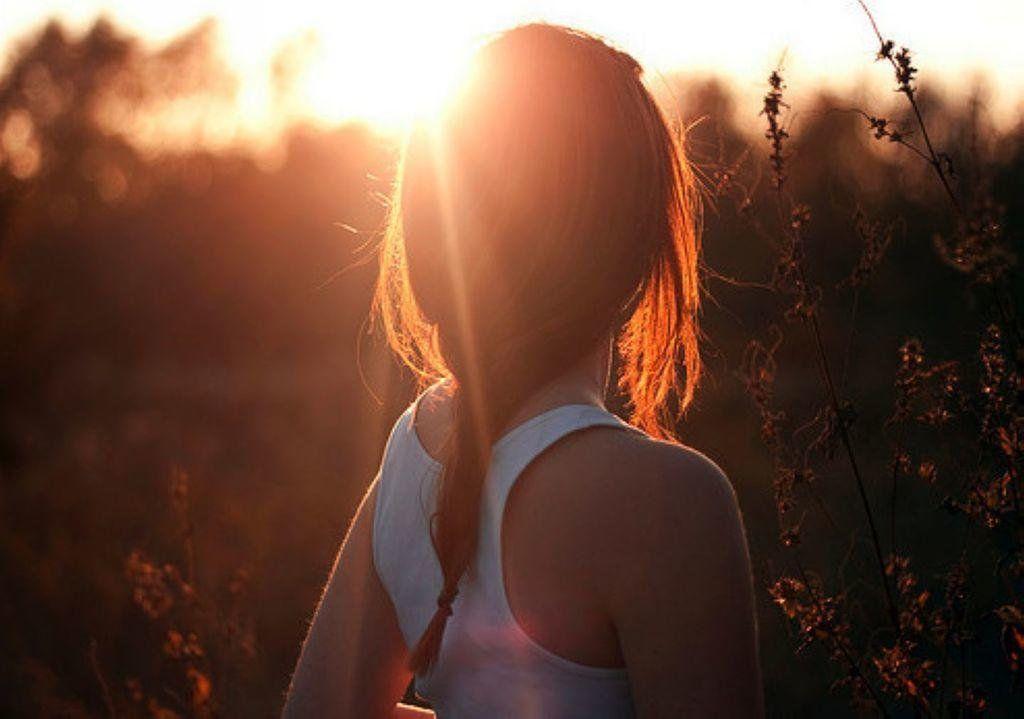 Фото девушка со спины картинка